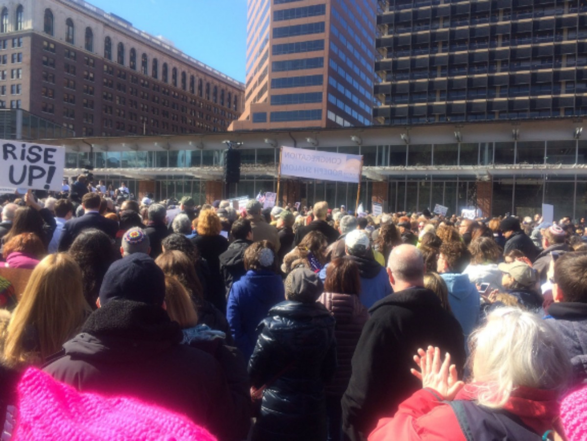 Philly Interfaith rally gathers support against anti-Semitic acts